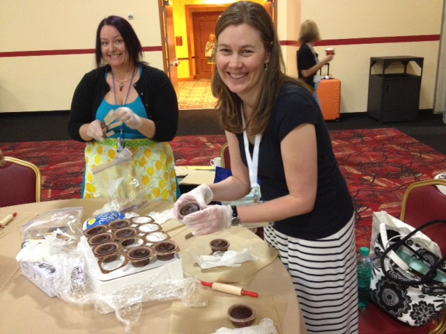 Charissa and Michelle at the Cupcake Decorating Session at FABlogCon